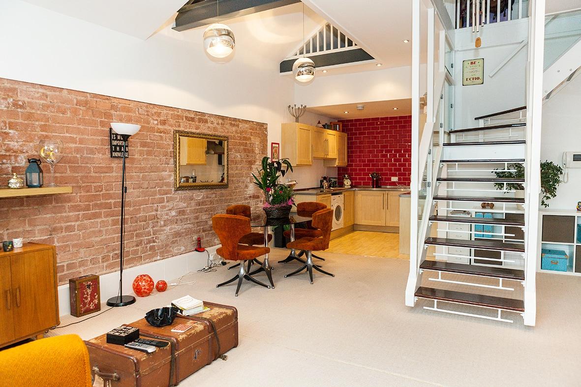 NY style loft 1 Bed Apartment.