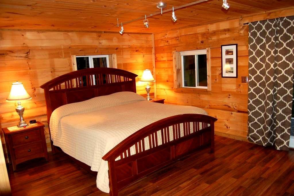 Mount Washington Home Escape w/ Jacuzzi - Carroll