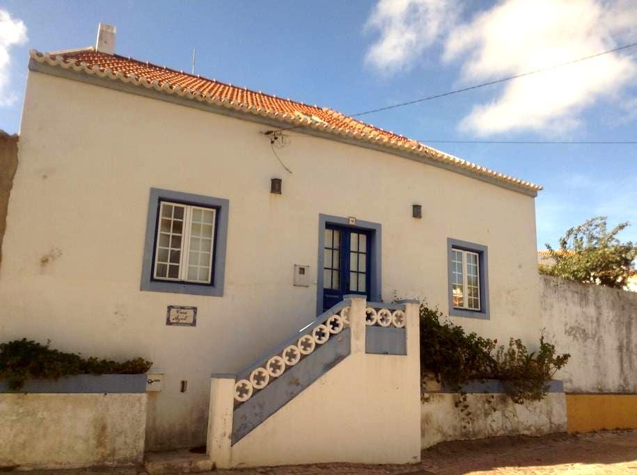 Casa Azul, num horizonte verde - Turcifal