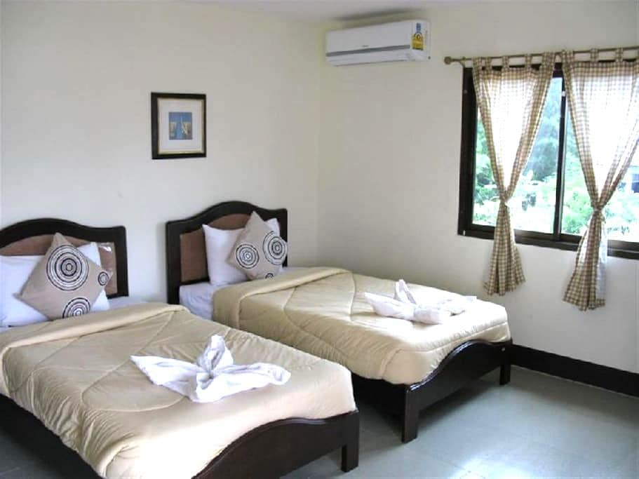 Double Room with Air-Condition - Bed & Breakfast