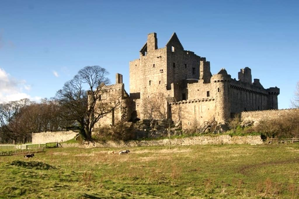 Room for one near Craigmillar Castle - Edimburg - Pis