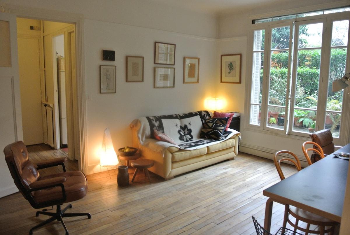 Montmartre 1 bedroom w. garden view
