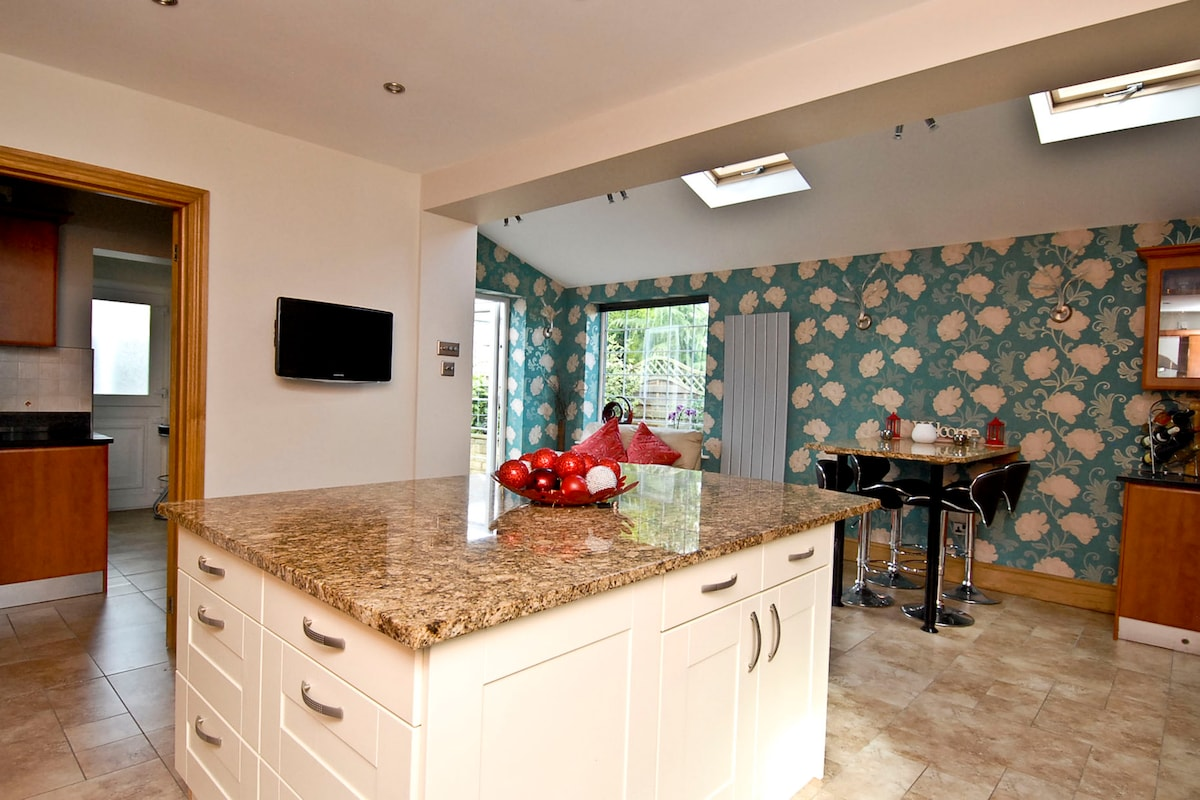 Island, breakfast bar and utility room