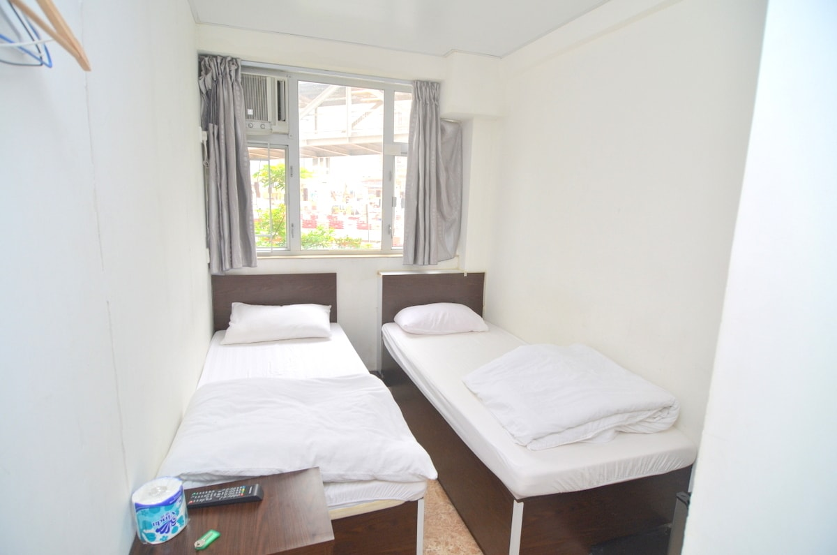 Twin room 2 beds with window *6