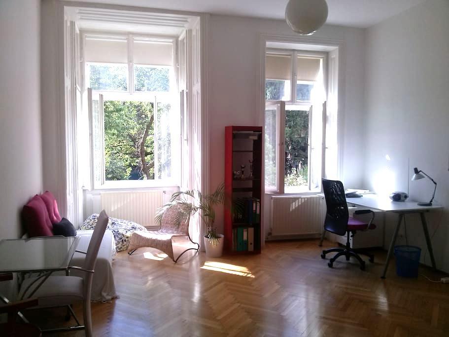 Ruhiges und helles Zimmer in Grünoase - Wien - Wohnung