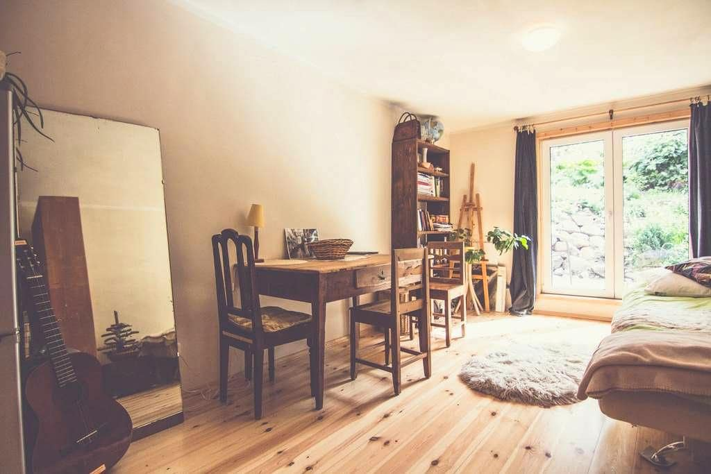 Cosy central studio with garden - Tartu - Apartemen