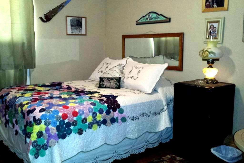 Room on Quiet Cul de Saq - Las Cruces - Dům