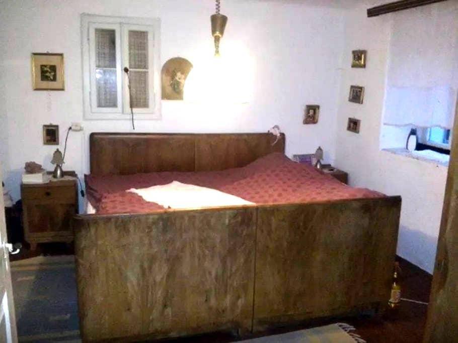 Private room in old house - Zaluki - Дом