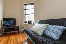 Cozy living room near city!