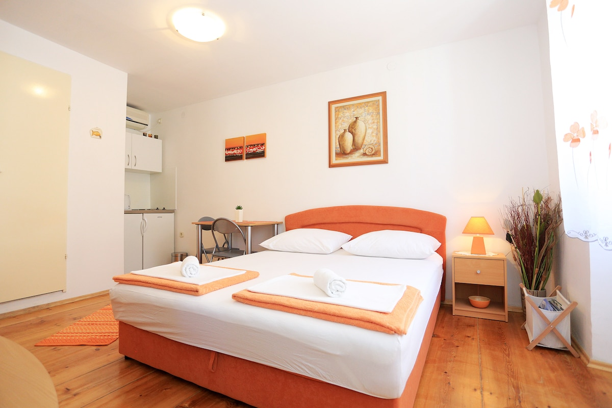 Studio apartment Iva-old town Pag