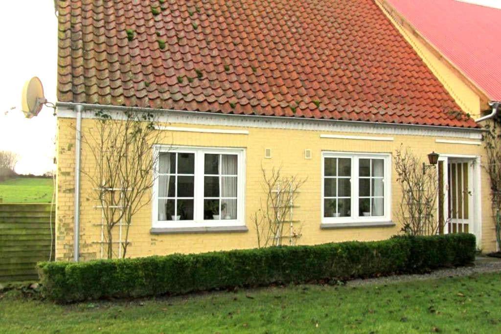 Idyllisk feriebolig omgivet af natur - Nordborg - Гостевой дом