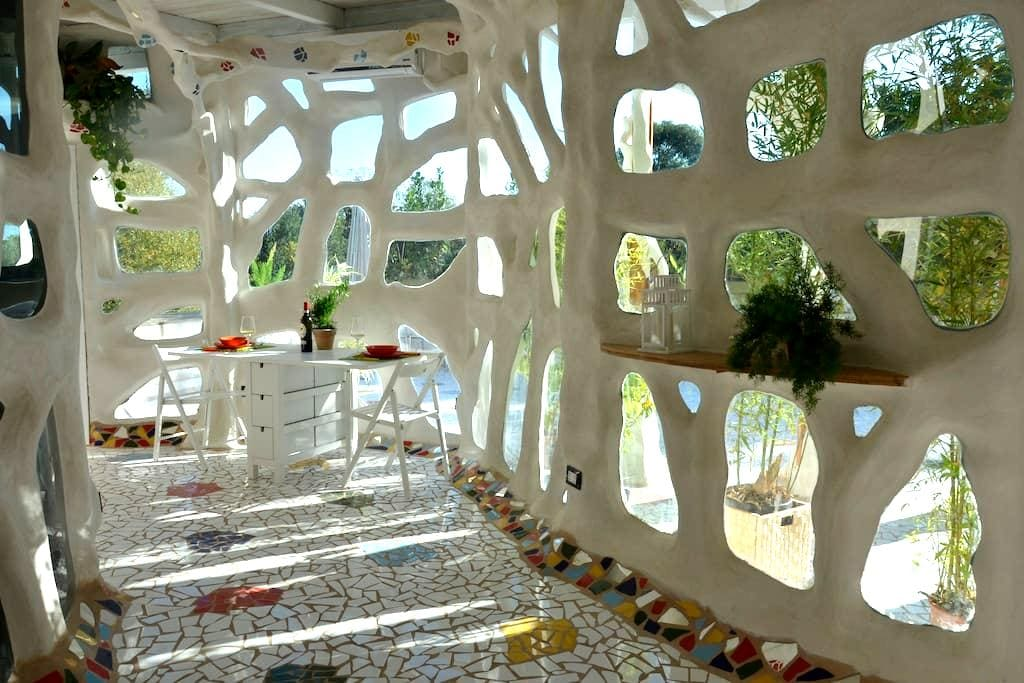 Unusual home a livable sculpture - Roma - House
