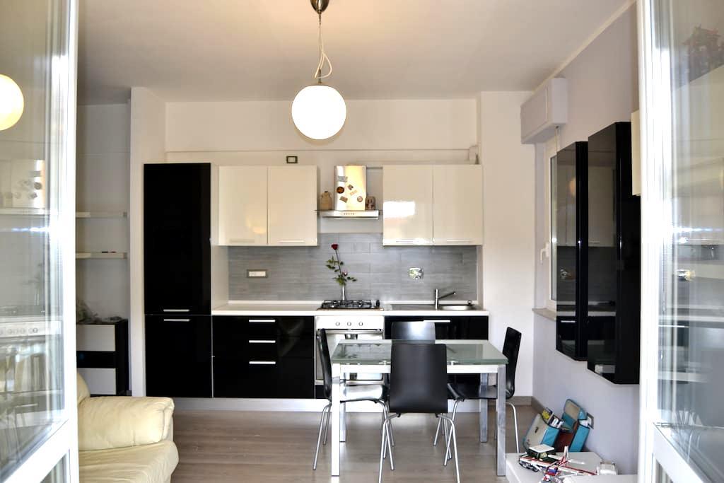 Luminoso appartamento a due passi dalla spiaggia - Borgio - Lakás
