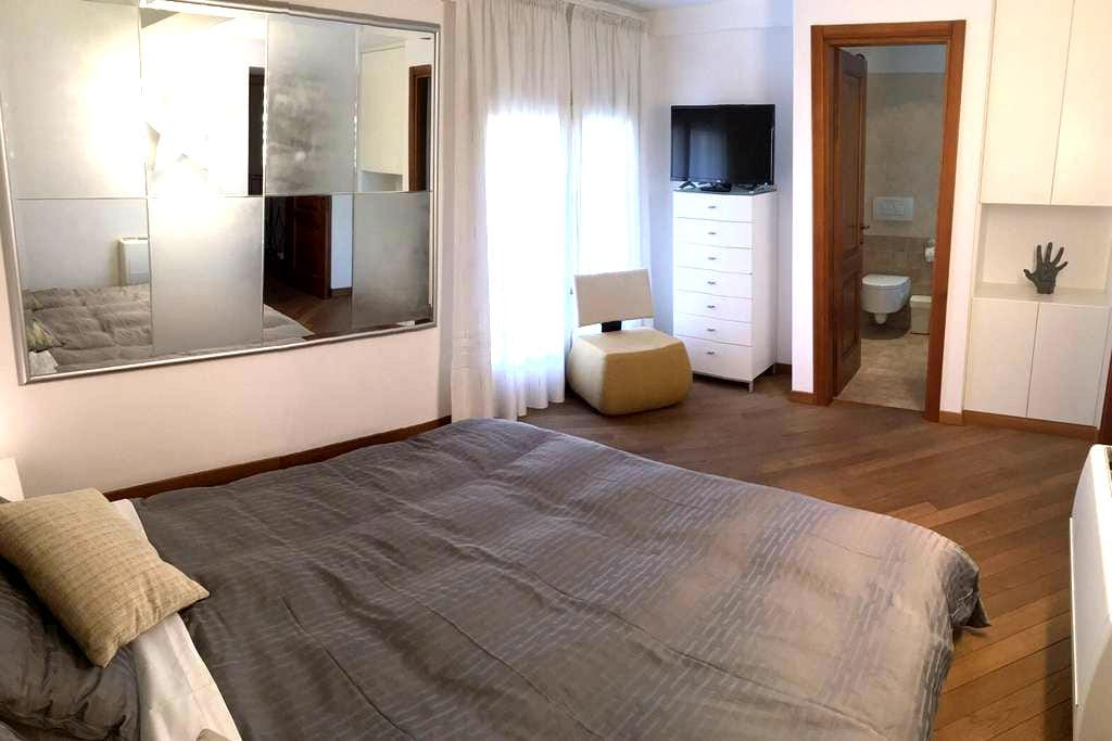 RELAX IN TRASTEVERE Luxury Room Linda - Rome - Bed & Breakfast