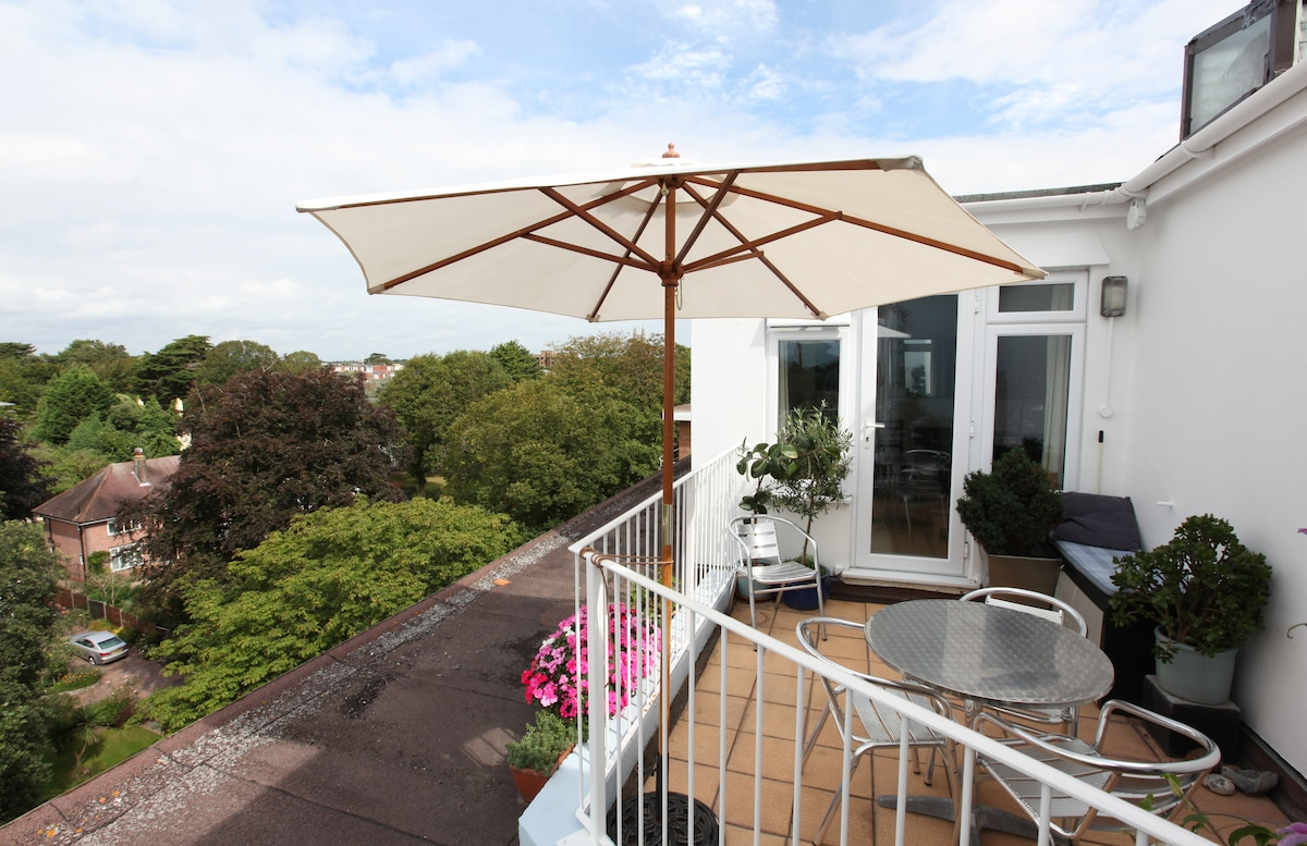 Roof terrace is south-west facing and gets the sun until late in the evening.