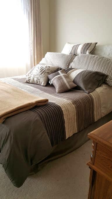 Cozy 3 story home. - Leduc - Talo