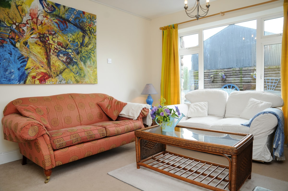 The living room - cosy and bright - with our Sri Lankan style colour scheme