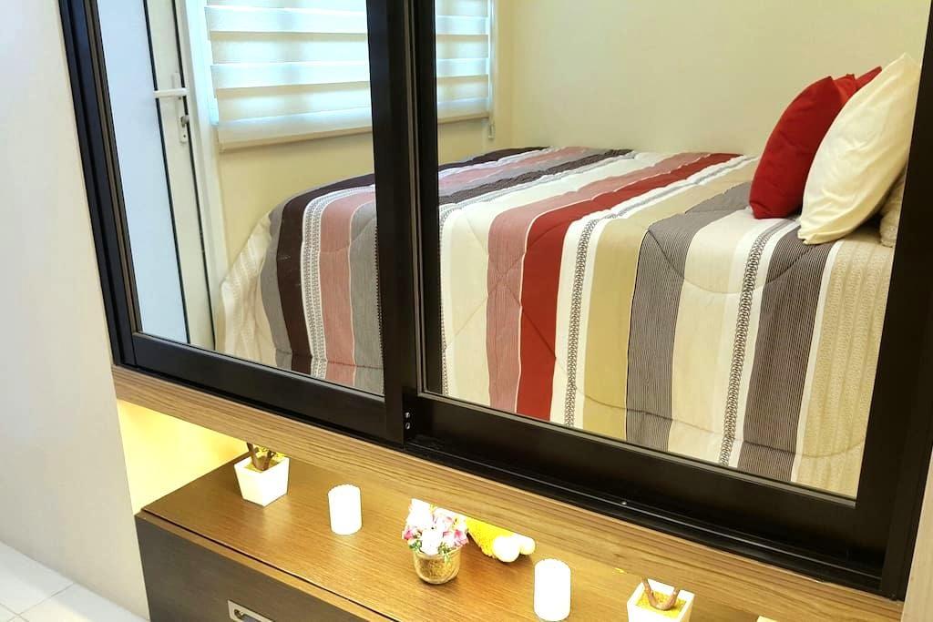 Cozy&Modern 1BRw/BALCONY+wifi&cable - Quezon City  - Apartamento