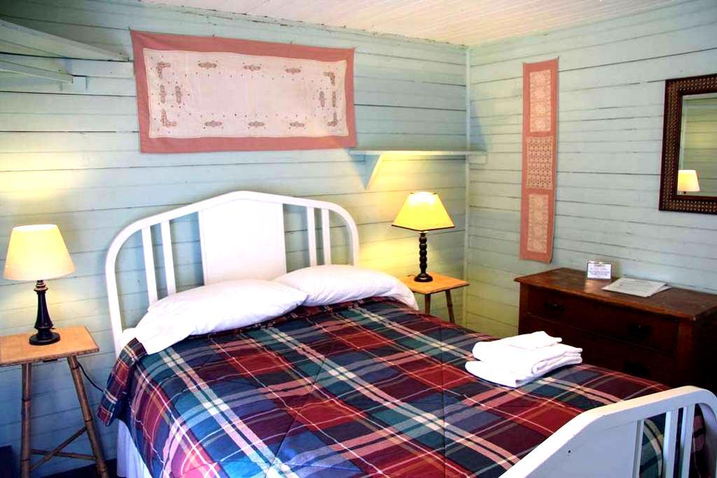Fisher Cat's Den, pvt. rm./full bed - Brooksville
