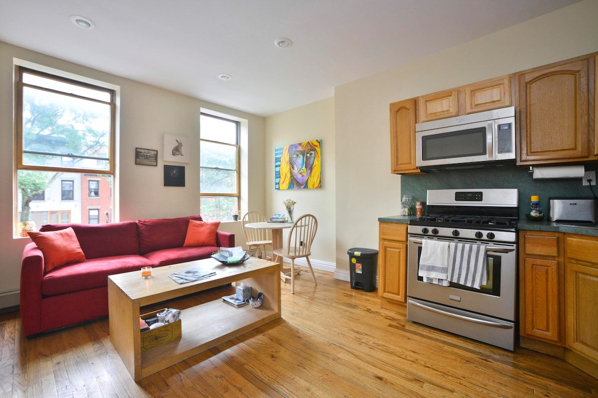 AMAZING Room in HEART of Brooklyn!