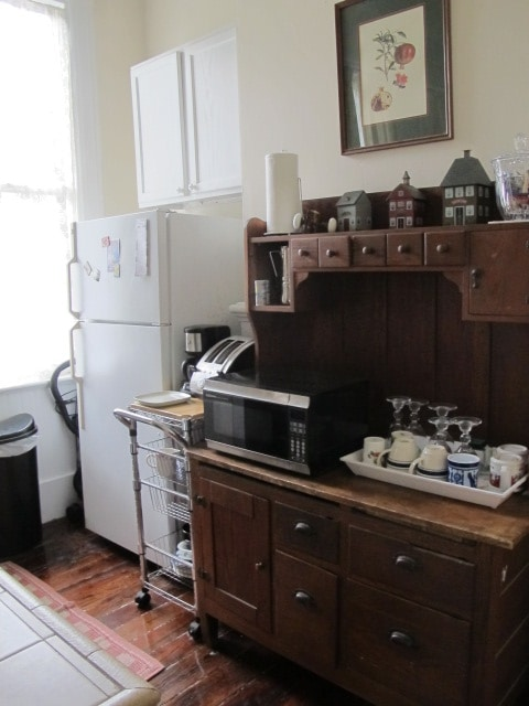 You are set-fully stocked kitchen-various teas-and coffee with a coffee grinder-no extra charges