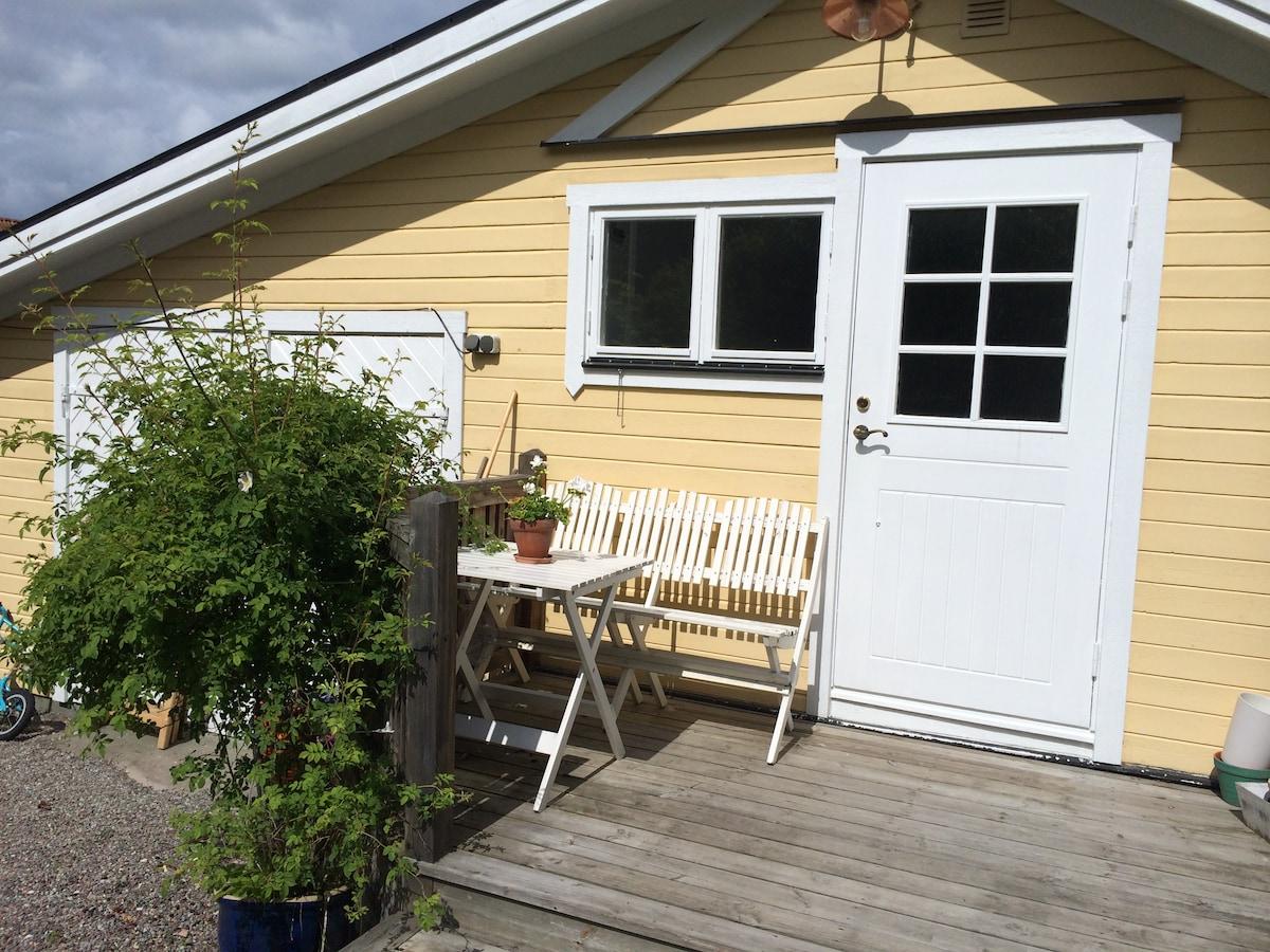 Liten stuga i skärgårdsparadis