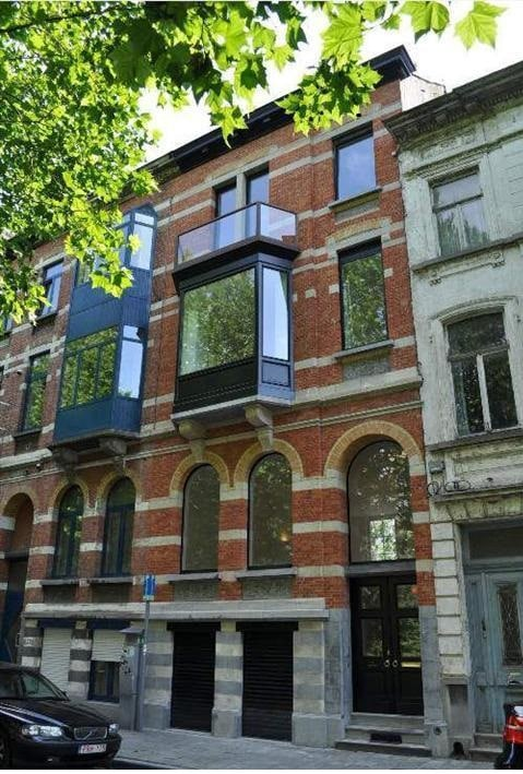 Two bedrooms+bath central in Ghent