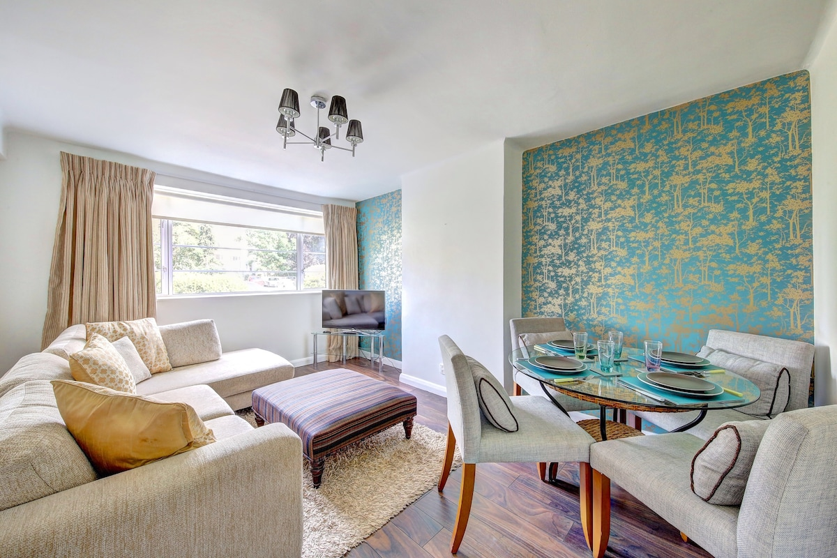Newly refurbished flat SW London