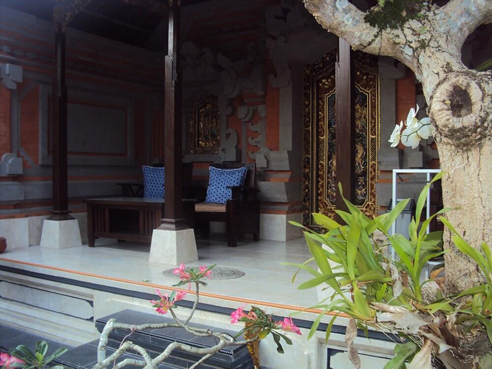 Adipana Bungalow (balinese rooms)