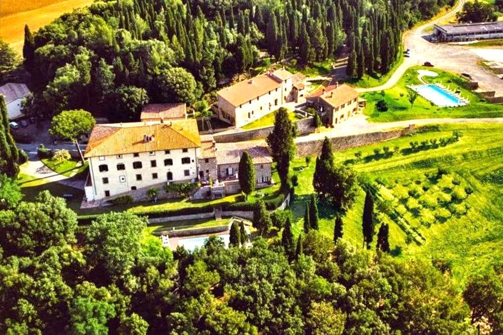 10th century country apartment with garden & pool - Gambassi Terme