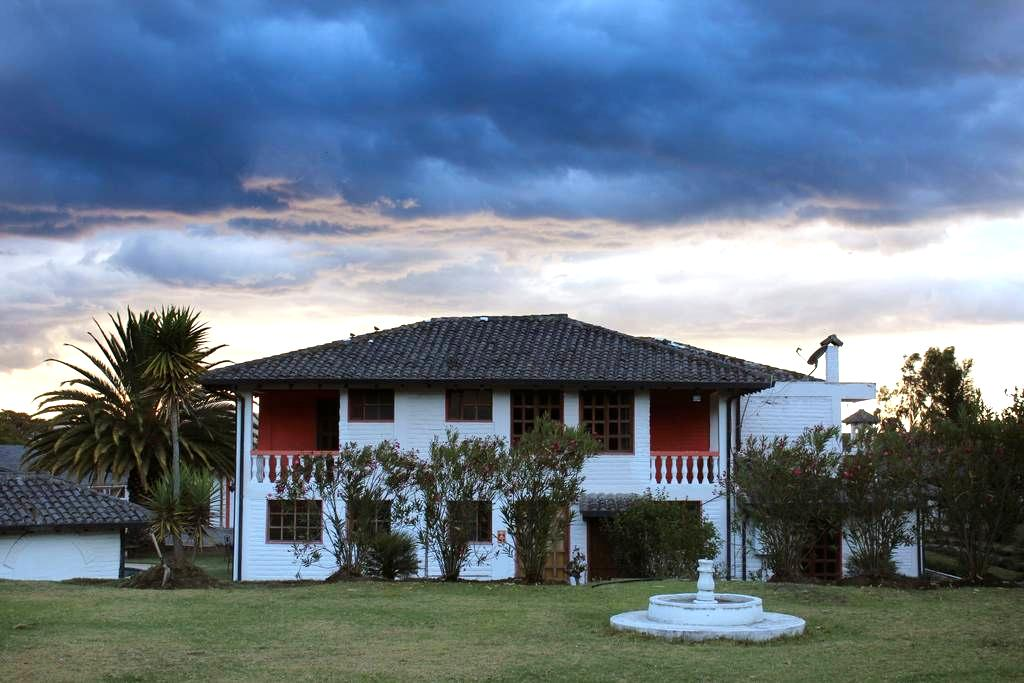 Amazing Hosteria San Carlos Airport Transport - Quito - Bed & Breakfast