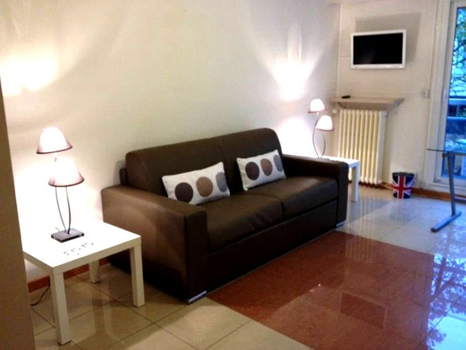 Large bright studio with parking in downtown - Nantes - Apartamento