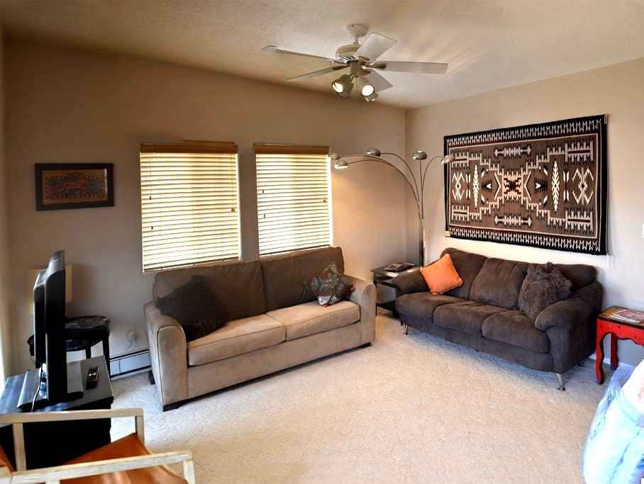 Historic District -Modern Comfort - Taos - Apartment