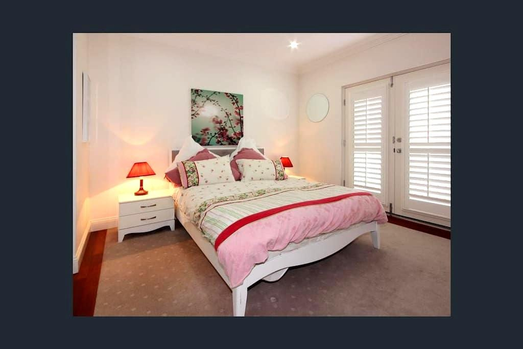 Private room with own bathroom - Brighton - Maison