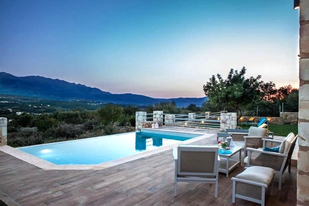 Villa Nicolas-luxury home, plaka - Αλμυριδα - Casa de campo