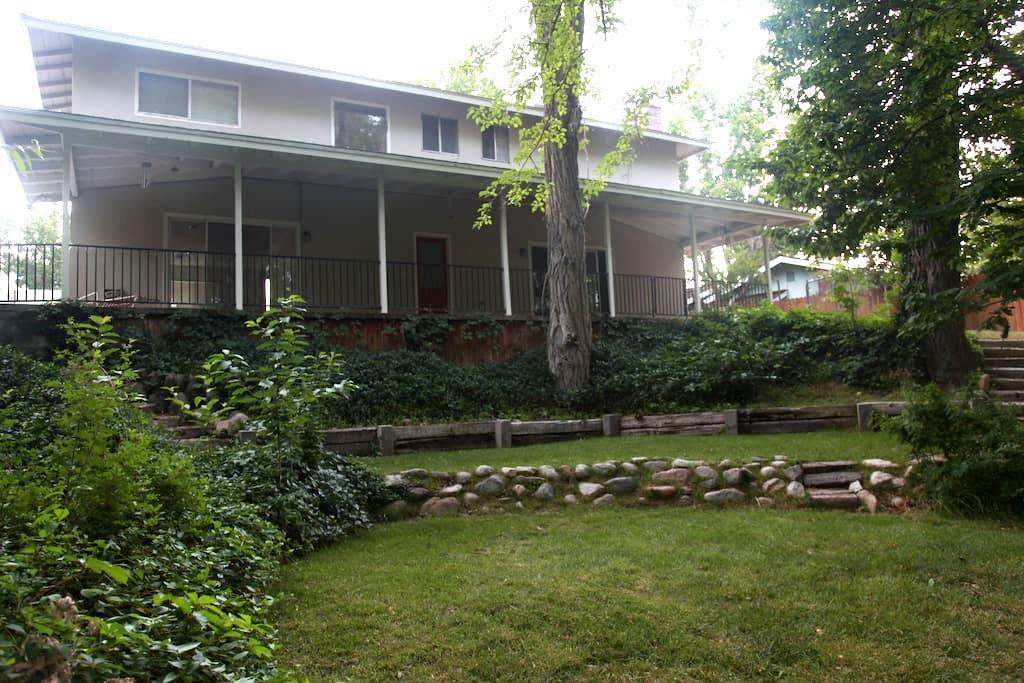 Rambler's Roost-4 Rooms-#1 Master - Big Pine - Dům