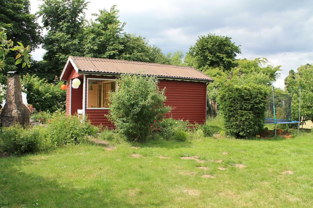 Chill Hütte + Boot für Naturfamilie