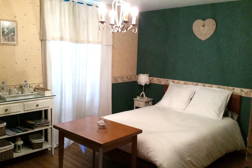 Suite familiale dans chambre d'hôte - Jonzac - Bed & Breakfast