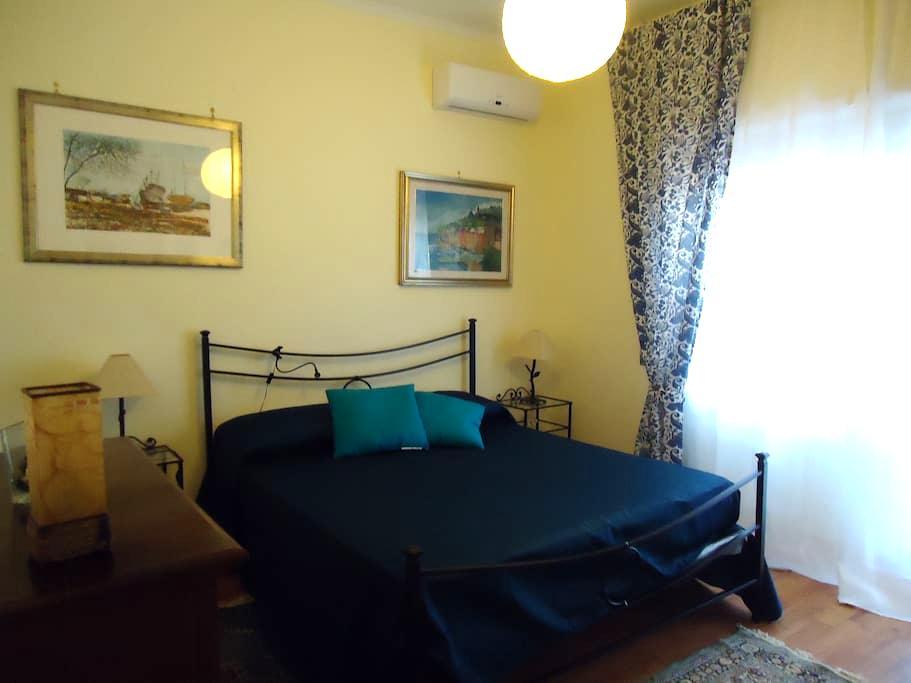 Elegante stanza  LE BARCHETTE - Lido di Ostia - Bed & Breakfast