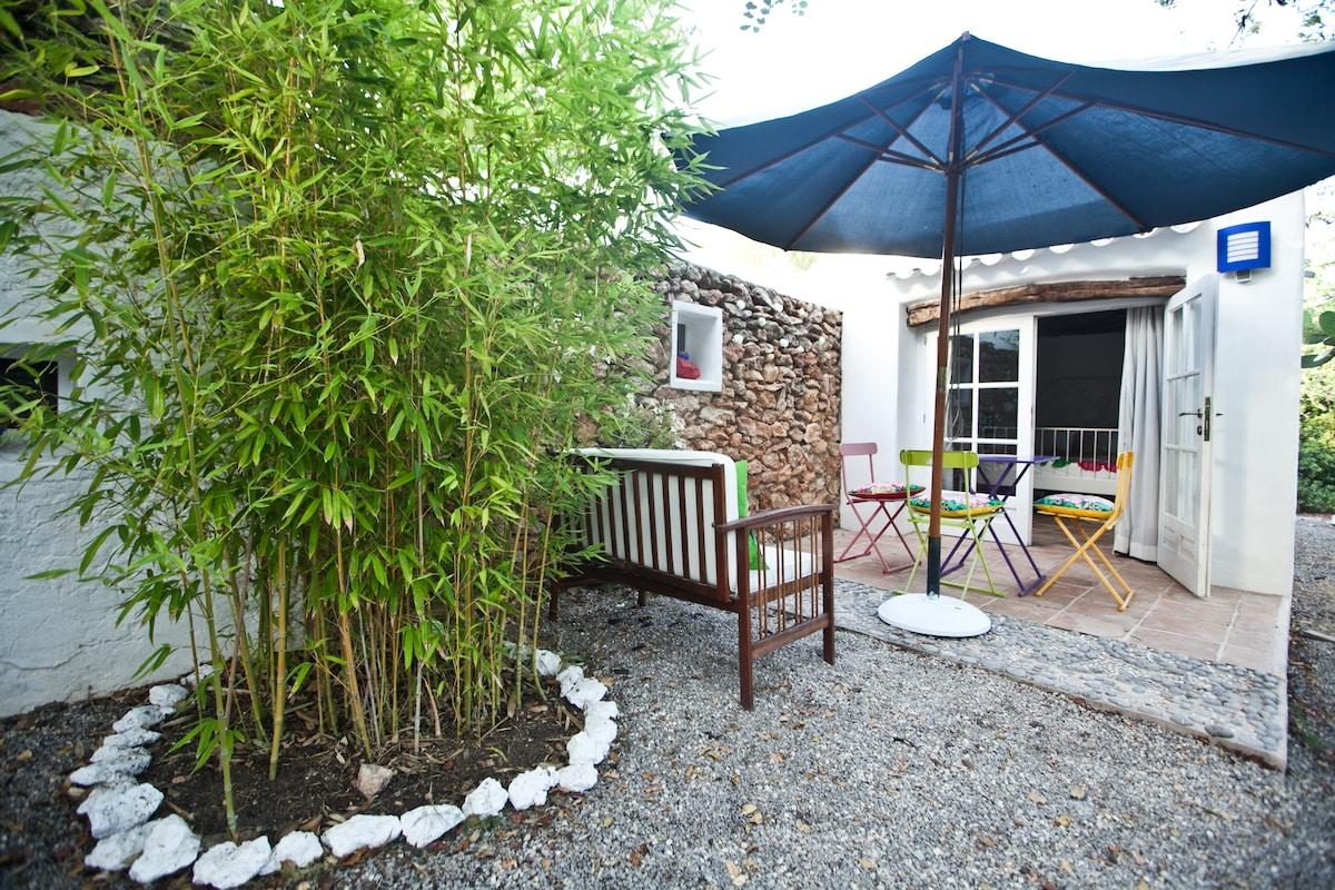 jardin privado del apartamento con zona chill