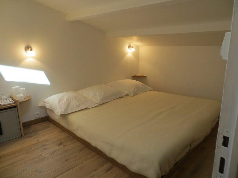 Votre chambre mansardée pour avec un grand lit en 180X200
