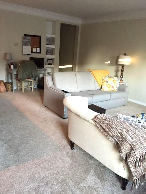 Apartment directly across from Easton Town Center - Columbus - Lejlighed