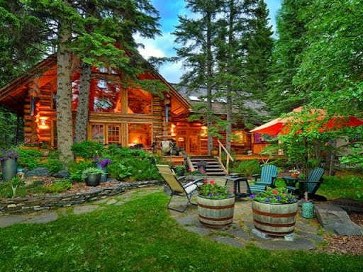 Beautiful Log Home on the Bow River