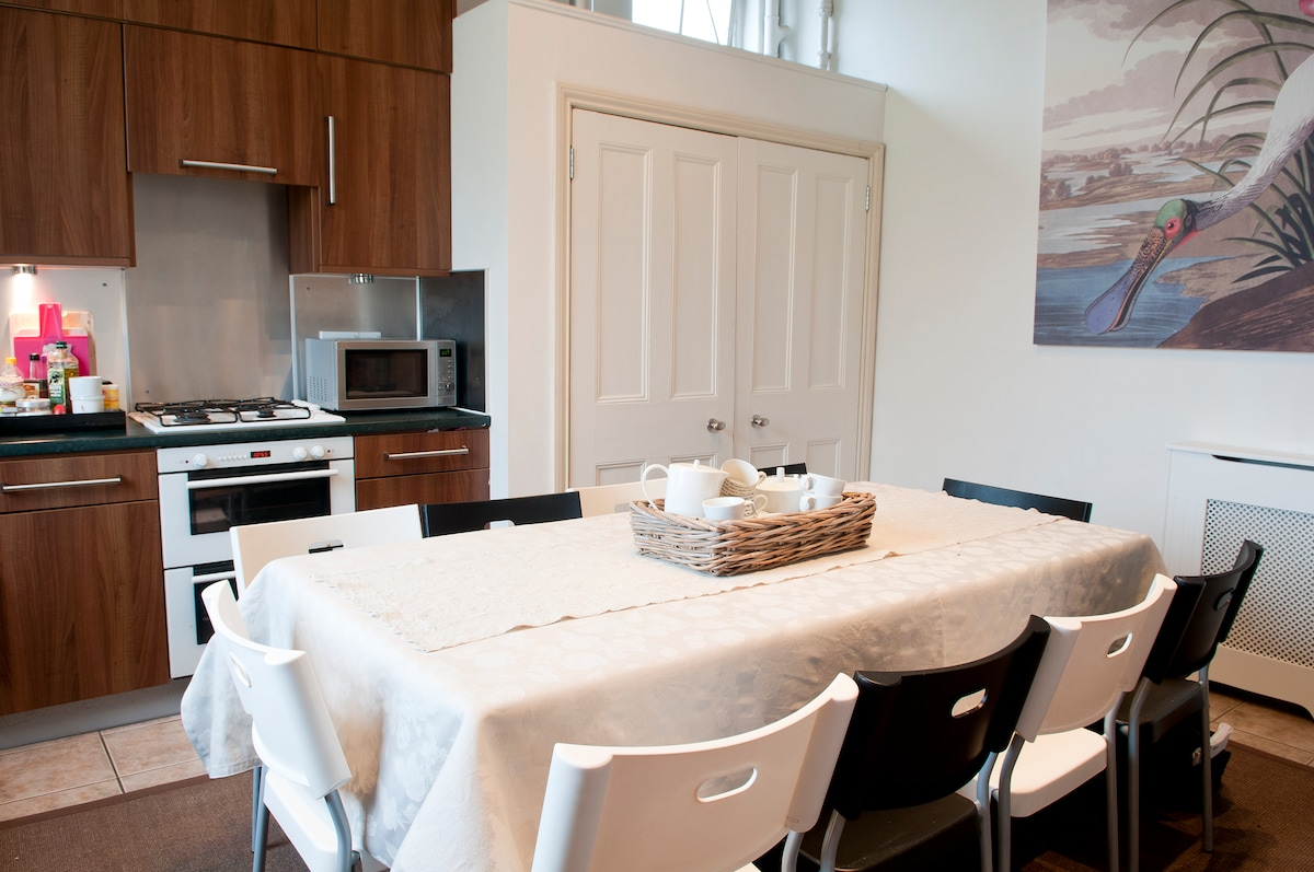 Dining area in the kitchen.