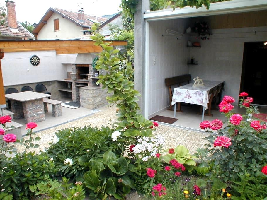 Welcoming flat in a stunning montain scenery - Luzenac - Apartamento