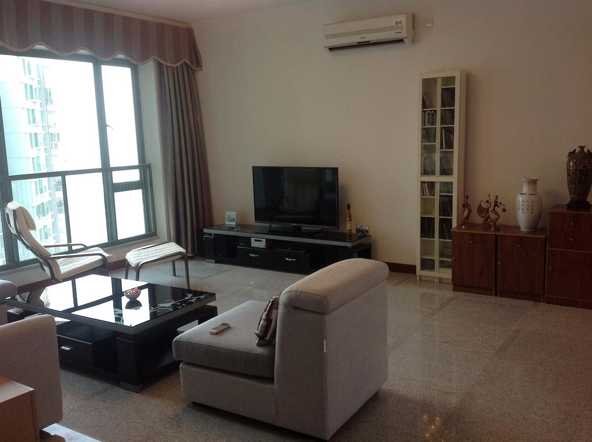 Well relaxing spacious living room for our guests...