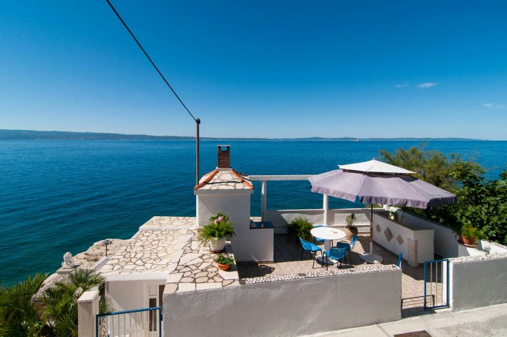 Holiday house ten meters from sea
