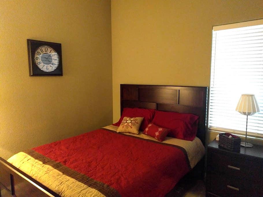 Quiet Guest Room in Centennial - Las Vegas - House