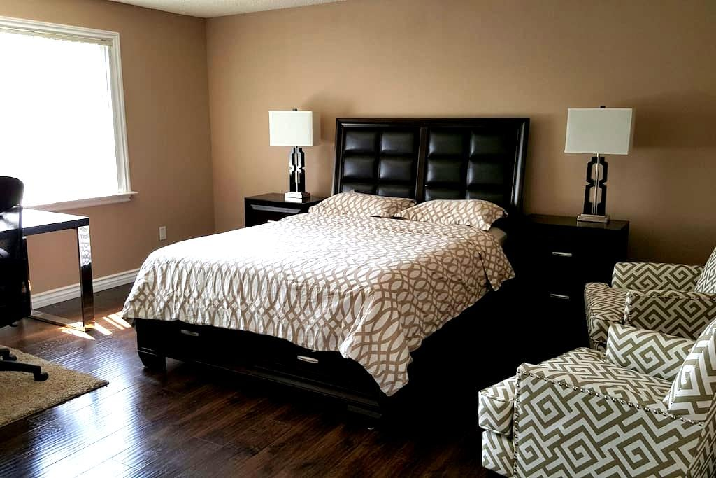 Clean Master bedroom w/Private bath - Pasadena - Huis