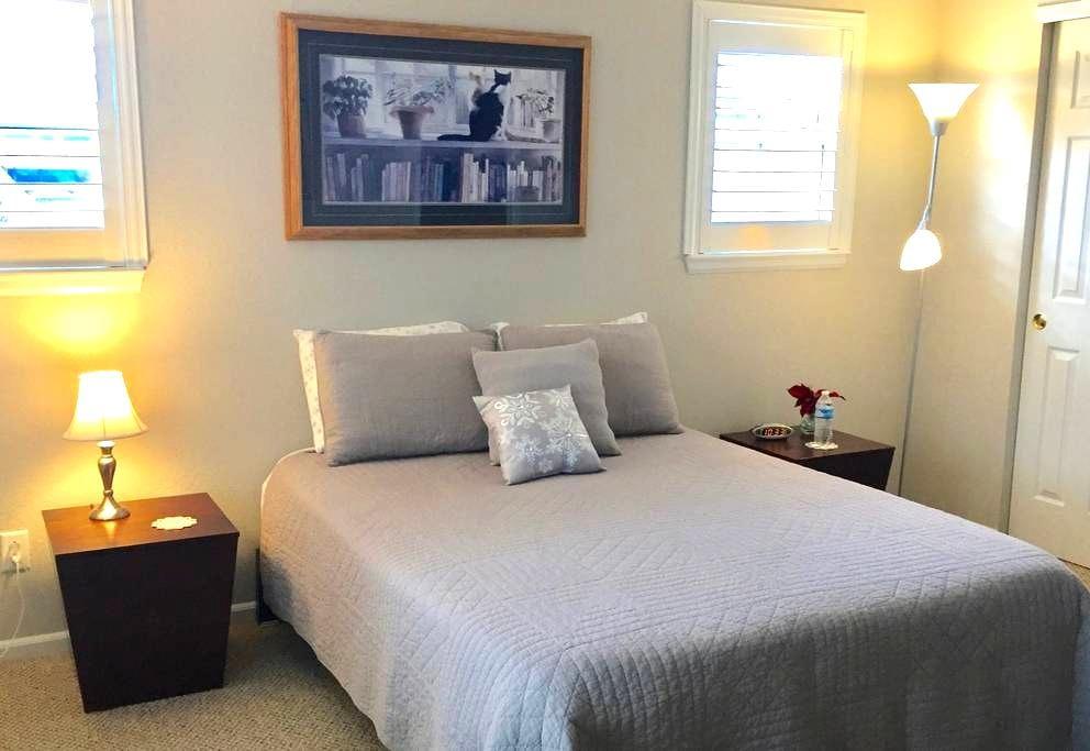 Quiet, Private Suite Near Timberline & Harmony - Fort Collins - Reihenhaus